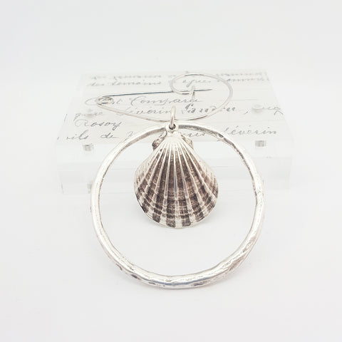 Scallop Shell in a Circle Brooch (79)