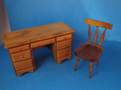 One Inch Scale Shackman Desk and Chair