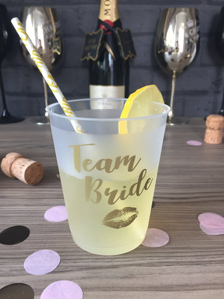 """Team Bride"" Hen Party Drinking Cups - Pack of 10 transparent/frosted with gold print"