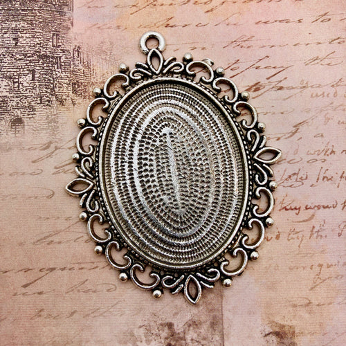 Vintage Treasures - Large Bezel for a Cameo