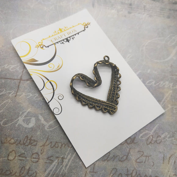 Lace-effect brass heart charm