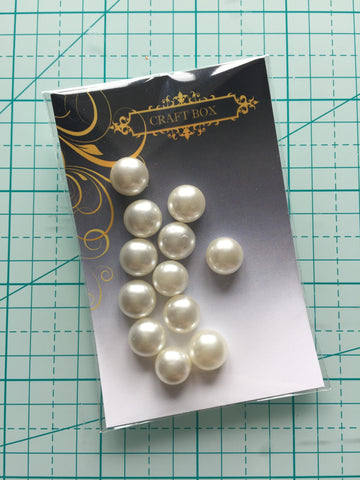 May Replay: Set of flatback pearls