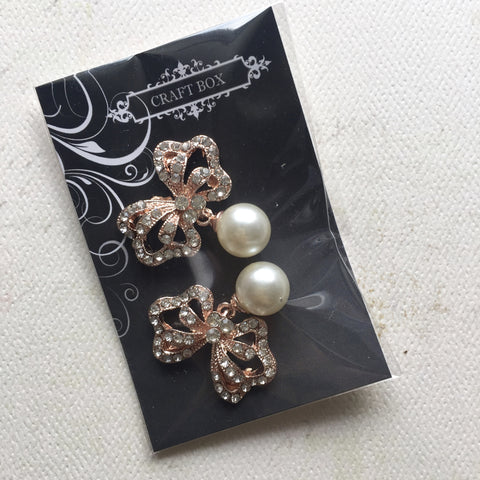 July Replay: Bow and Pearl Cabochons