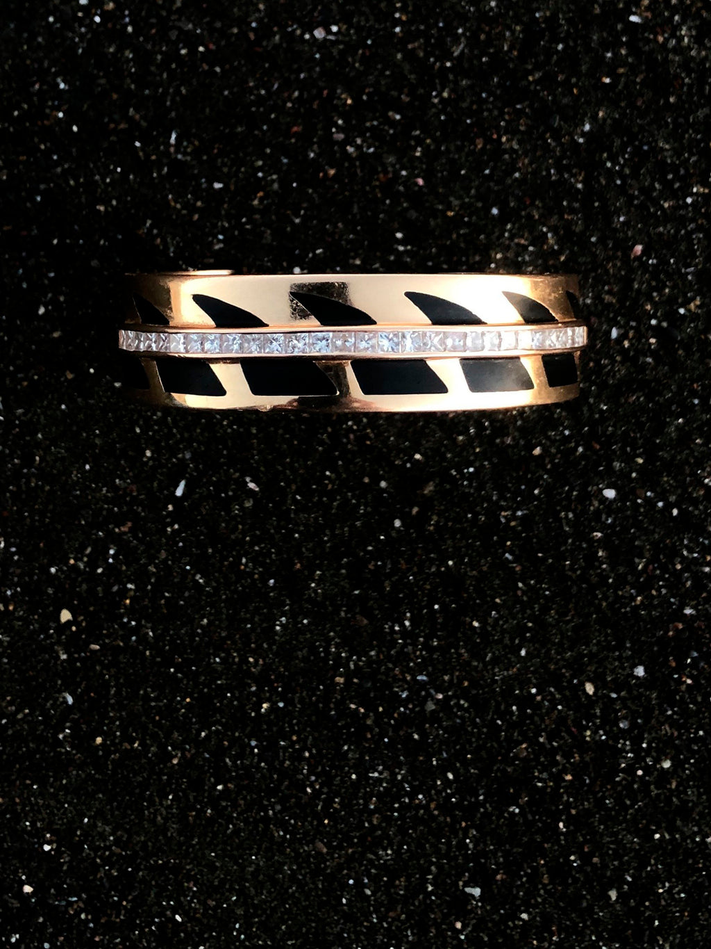 Medio Deco Shark Fin Cuff with Diamonds