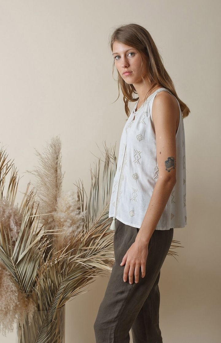 indi & cold - Embroidery Halter Top
