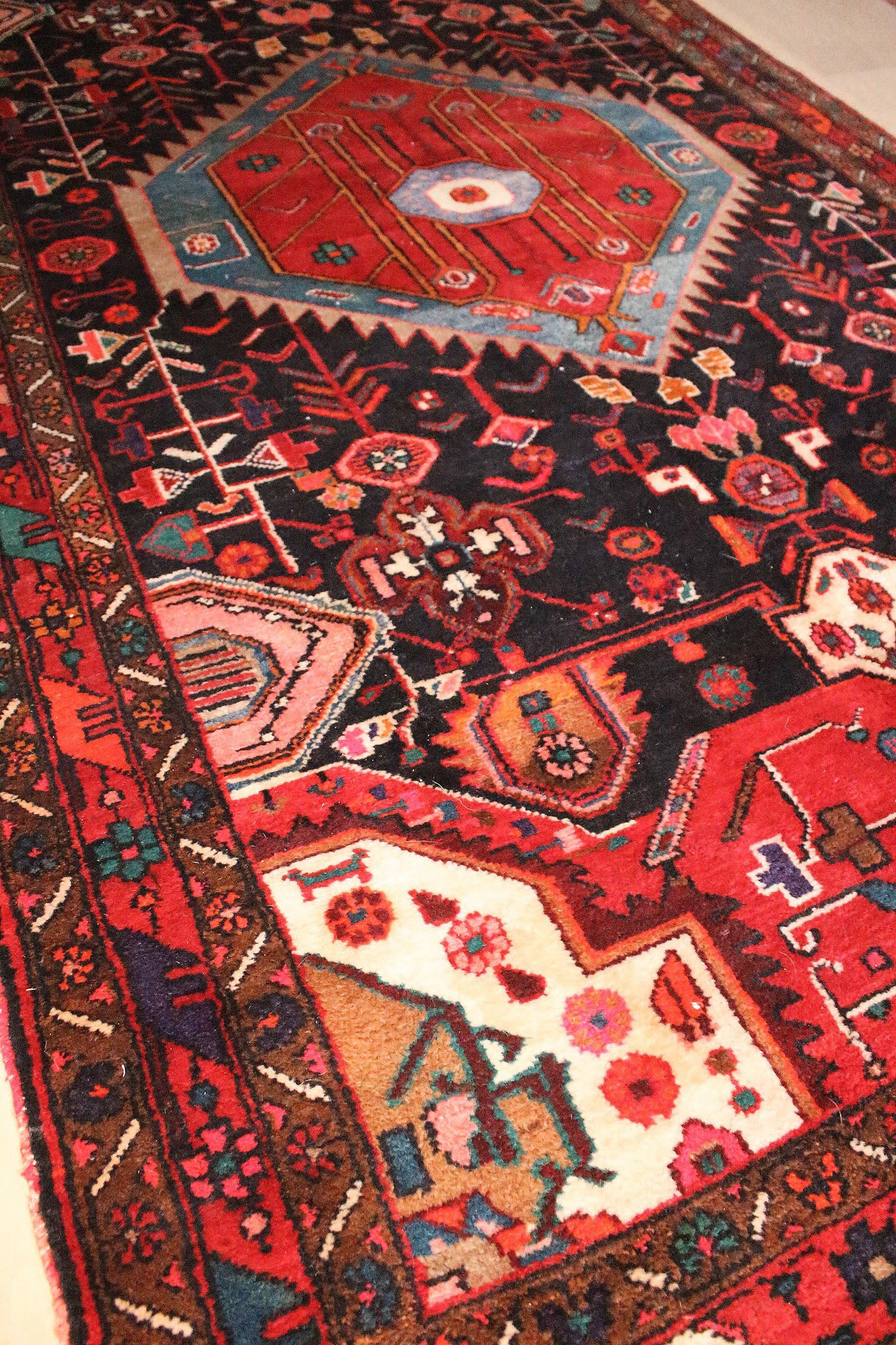 Picture of: Vintage Persian Hamadan Old World Rugs