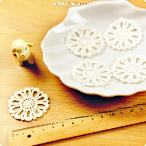 Flower - round floral sew on lace motif 2pcs AP1306-08