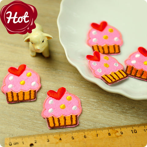 Food - pink cupcakes embroidery & felt iron on patch 2pcs