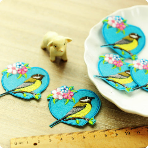 Birds - blue audubon in a heart embroidery & felt iron on patch 2pcs AP1505-03