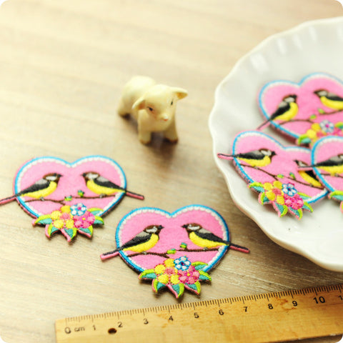Birds - pink love birds in a heart embroidery & felt iron on patch 2pcs AP1505-04