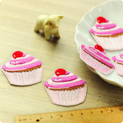 Food - pink cupcake embroidery iron on patch for kids 2pcs AP1505-14