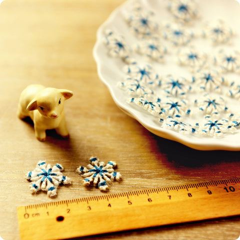 Christmas - blue & white petite snowflake embroidery iron on patch 2pcs