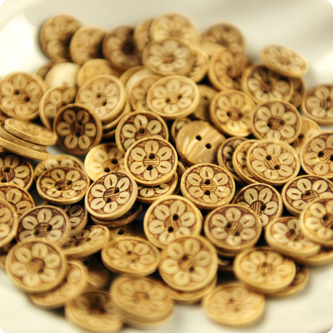 Flowers - carved natural coconut buttons -10pcs