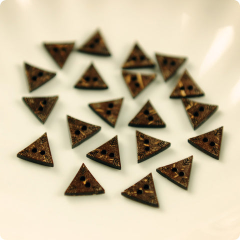 2-hole carved triangle natural coconut buttons -10pcs
