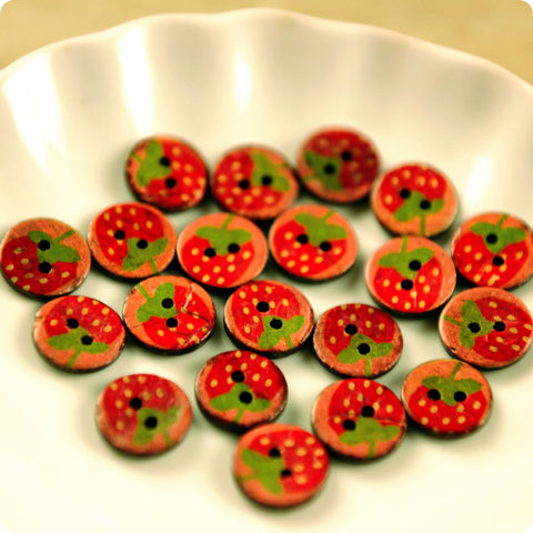 Fruits - red strawberry distressed coconut buttons -10pcs