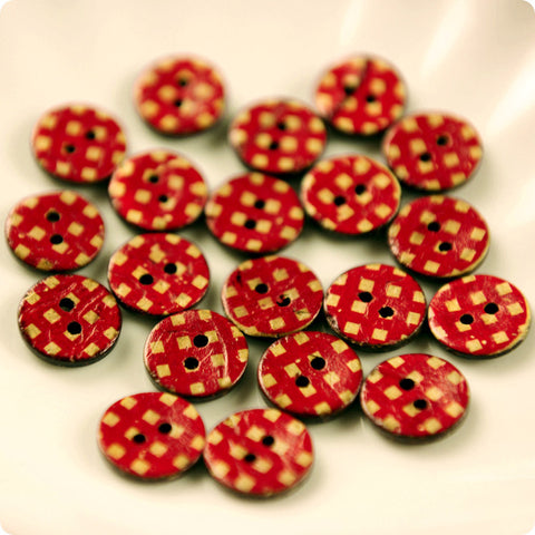 Checks - red distressed coconut buttons -10pcs