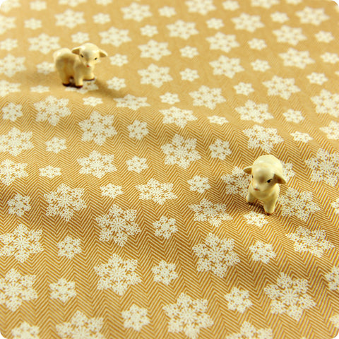Christmas - beige & white snowflakes cotton fabric FQ1505-18