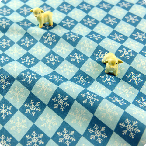 Christmas - blue Xmas snowflakes in diamonds cotton fabric FQ1608-15