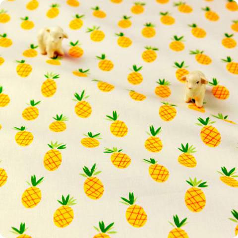 Fruit - yellow & white petite pineapple cotton fabric W:160cm FQ1611-18