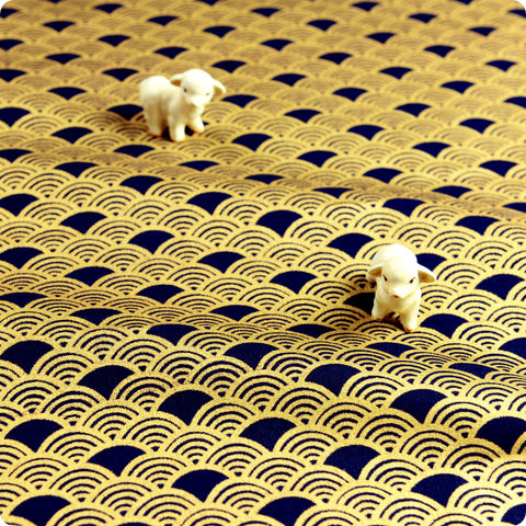 Japanese - blue navy & gold metallic retro seigaiha wave (width:140cm) cotton fabric
