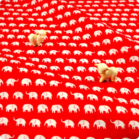 Zoo - red & white petite elephant (width: 160cm) cotton fabric FQ1802-15