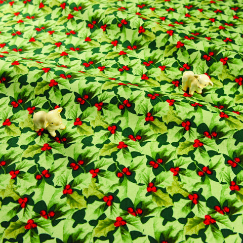 Christmas - green holly leaf & red berry pick cotton fabric FQ1811-32