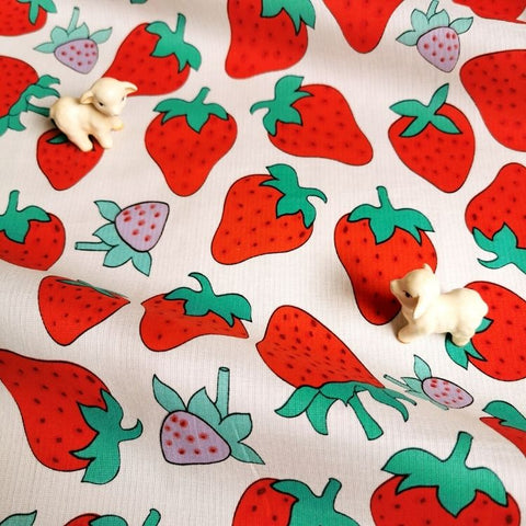 Fruit - red & white juicy strawberry cotton fabric W:142cm FQ2006-63