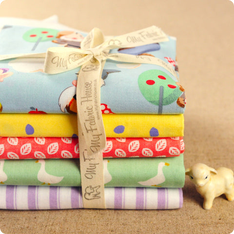 Snow White - pastel multicoloured leaf & duck cotton fabric bundle 5FQs