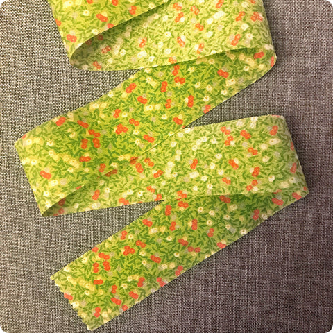 Ditsy - 5m green & red cotton bias binding unfolded tape