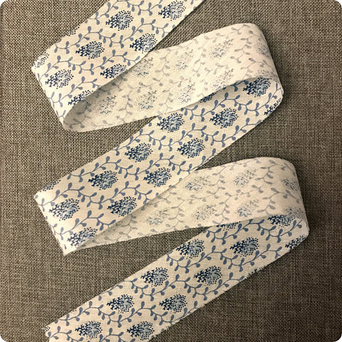 Ditsy - 5m blue & white floral cotton bias binding unfolded tape