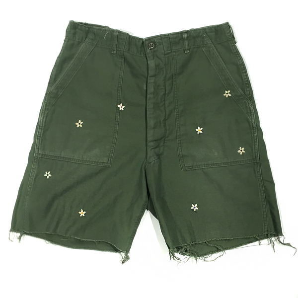 U.S ALTERATION VINTAGE MILITARY SHORTS WITH EMBROIDERED FLOWERS