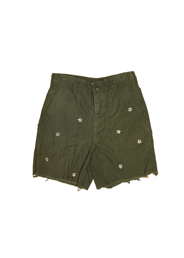 US ALTERATION// MILITARY SHORTS WITH FLOWER PATCHES