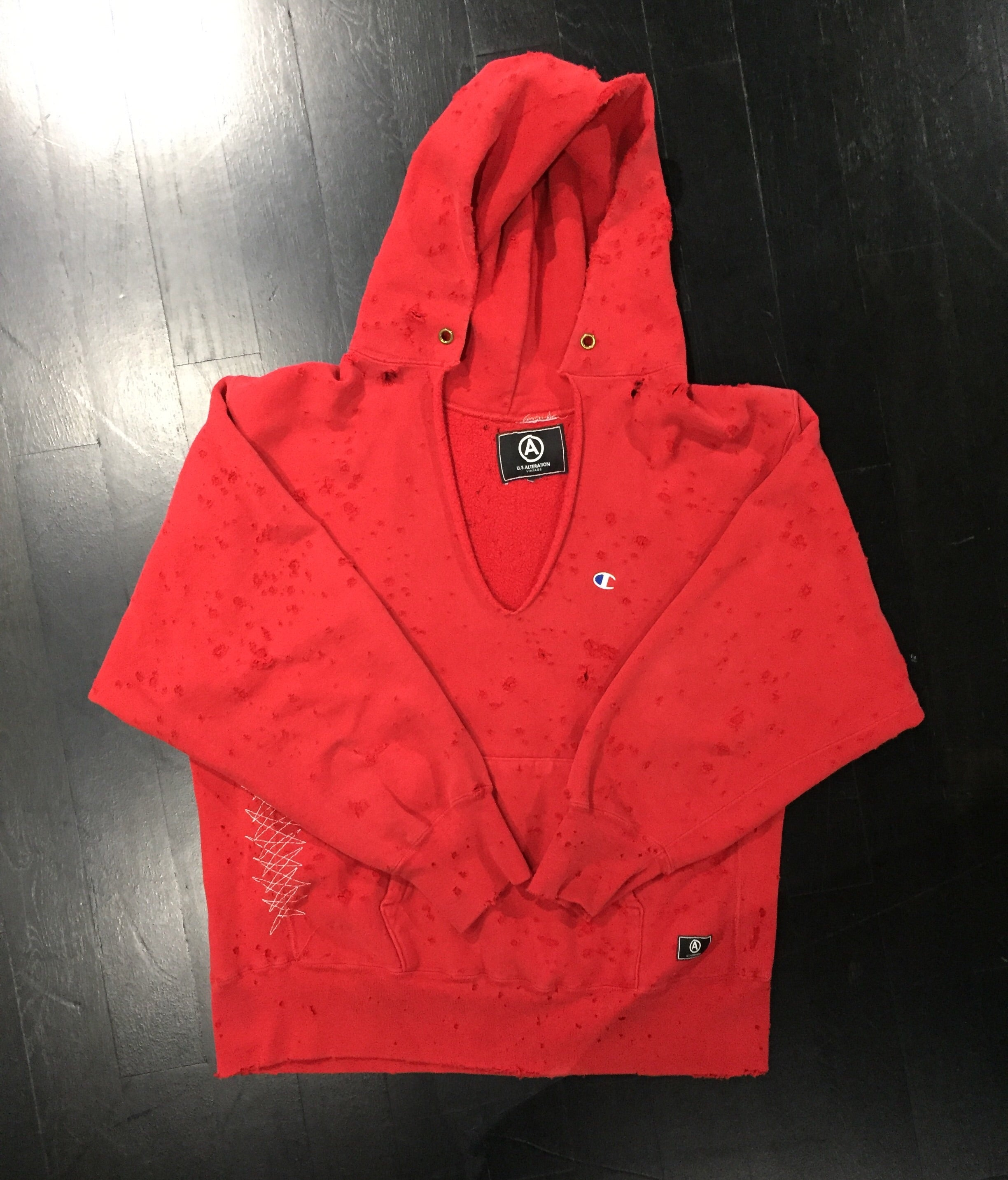 CHAMPION HOODED V NECK SWEATSHIRT/ DISTRESSED / RED / M