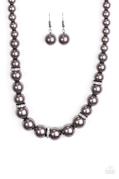 You Had me at Pearls - Black