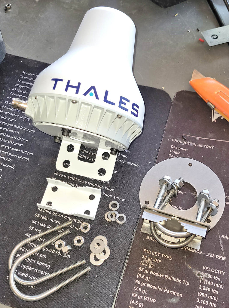 Thales MissionLINK 200 antenna pole mount