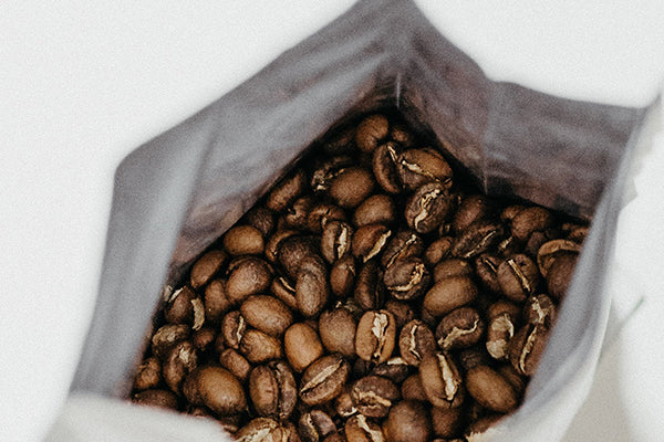 Filling DIY coffee capsules with freshly ground coffee