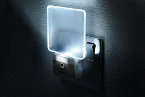 Daylight Auto Sensor Night Light 0.6W (UK 3-Pin plug in) LED Lamp