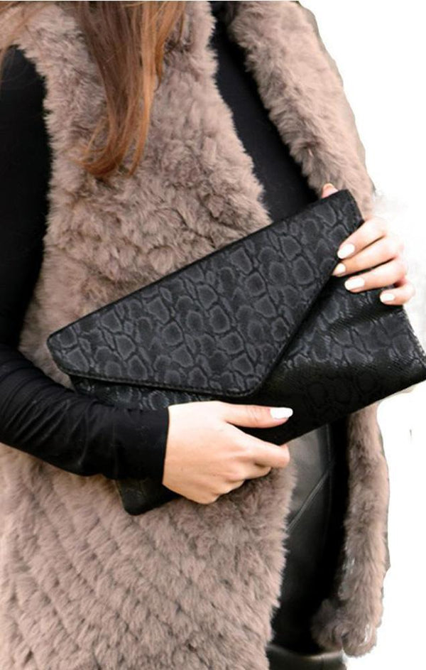 HANDBAGS FAUX LEATHER SNAKESKIN GLIMMER PRINTED BLACK CLUTCH