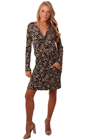 VERONICA M DRESSES LONG SLEEVE CROSS FRONT V NECK PRINTED BLACK TAN MINI DRESS