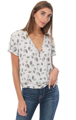 Veronica M Tops Short Sleeve Printed Feather Lightweight Resort Blouse