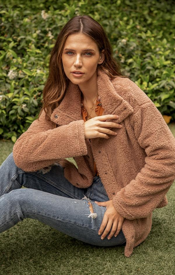 brown collared sherpa jacket