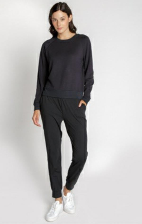 cozy drawstring jogger in black