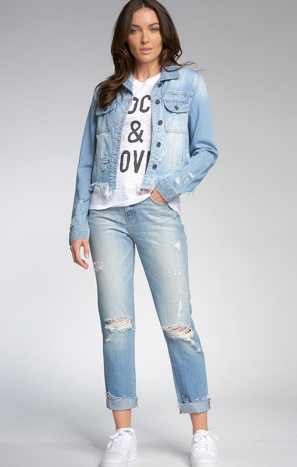 long sleeve denim jacket with frayed bottom and pockets