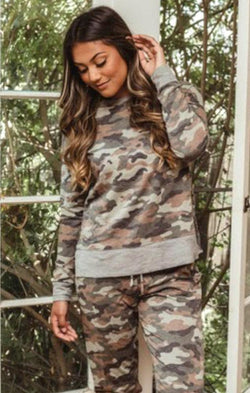camo long sleeve sweatshirt