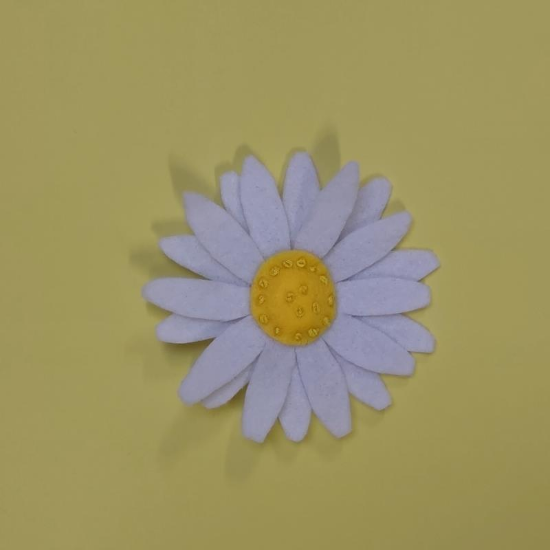 Sew Felt flower brooches Freckles and Co sewing tutorial