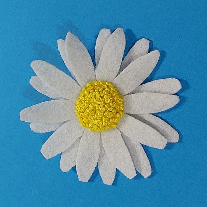 Felt flower brooches Freckles and Co Sewing tutorial