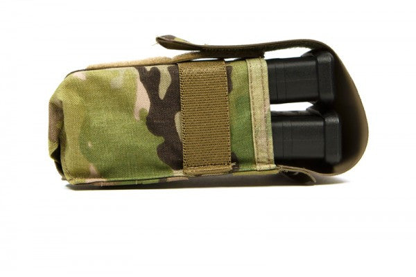 The pouch hold one or two .308 (polymer or metal) mags held secure and quiet by an elastic band around the outside of the pouch.