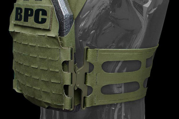 Cummerbund closes with the WARSOC™ H3 buckle (Warrior Special Operation Carrier H3 buckle).