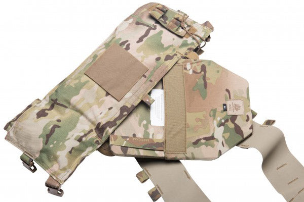 The plate with sleeve installed is inserted into the pocket of the chest rig and secured with Velcro.