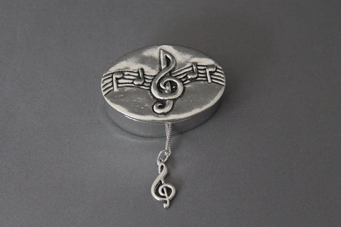 Box with Necklace Clef Note